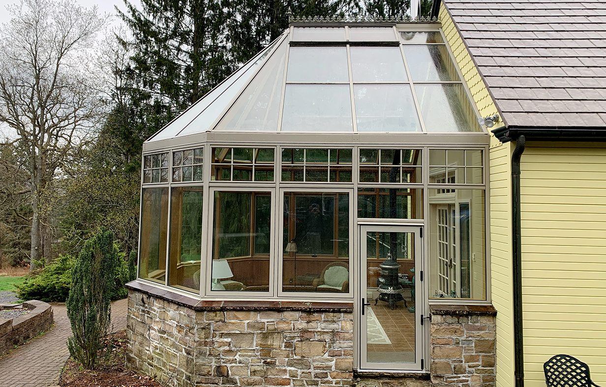 Straight eave double pitch bullnose end conservatory