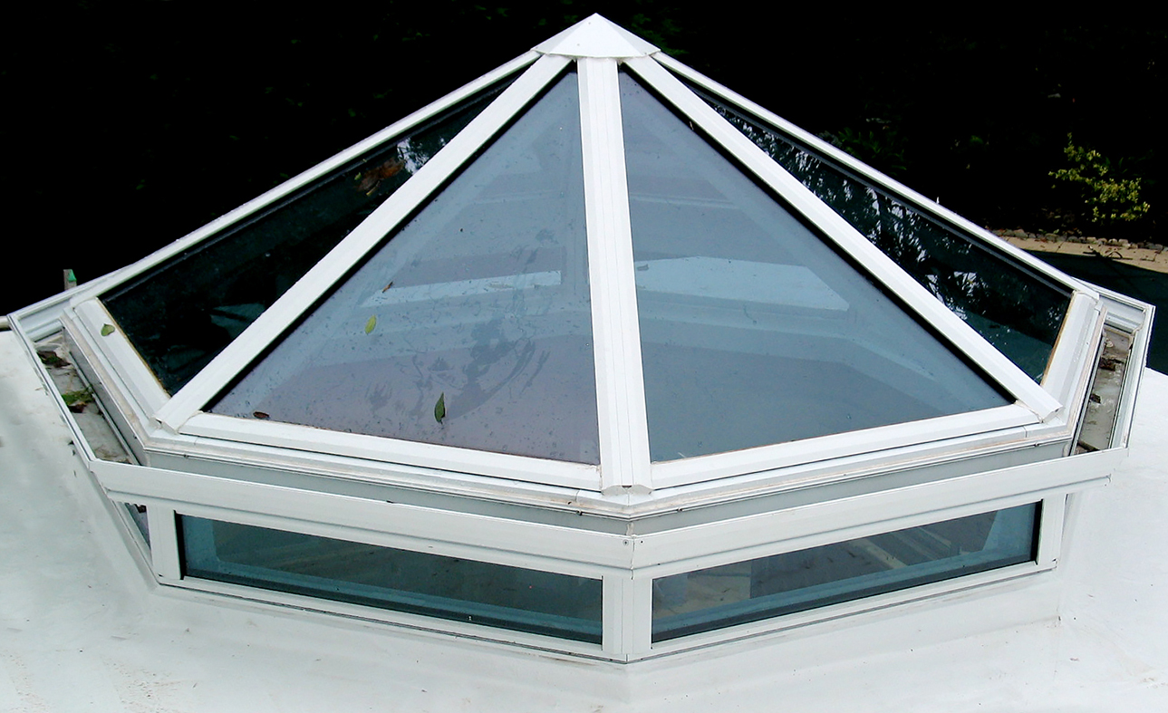 Polygonal skylight with glass transoms