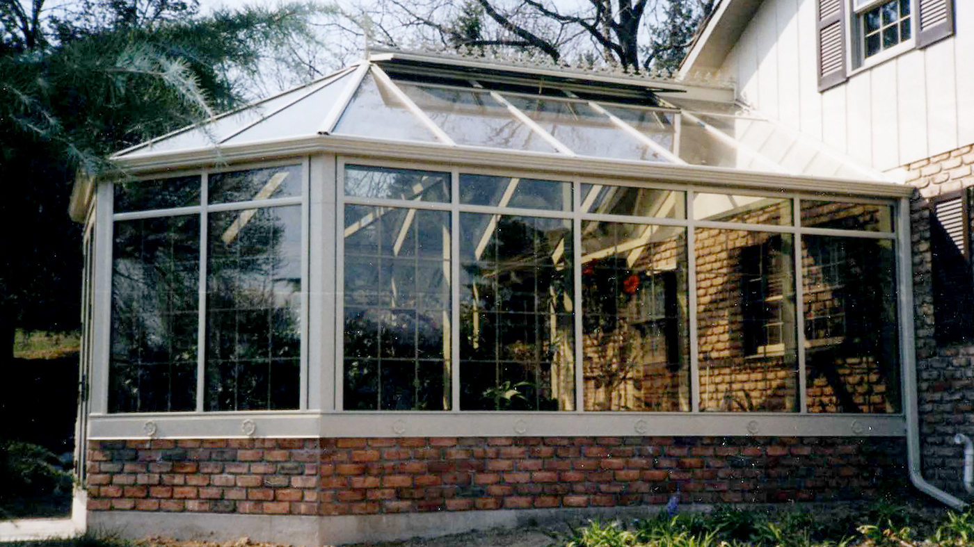 Straight eave double pitch bullnose end sunroom
