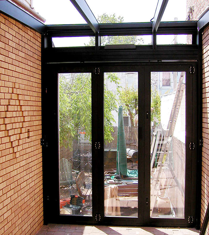 Straight eave lean-to sunroom with integrated bifold doors