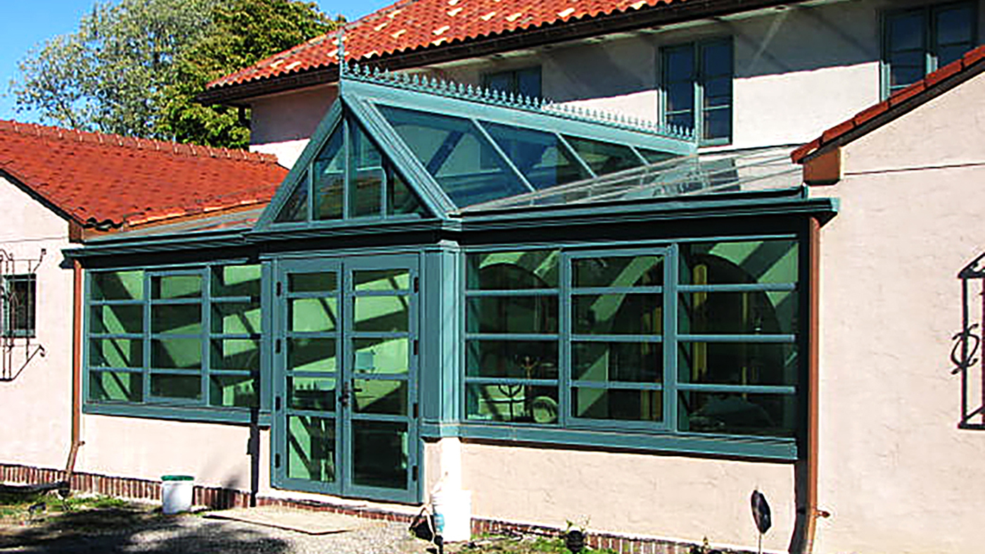 Straight eave lean-to conservatory with dormer