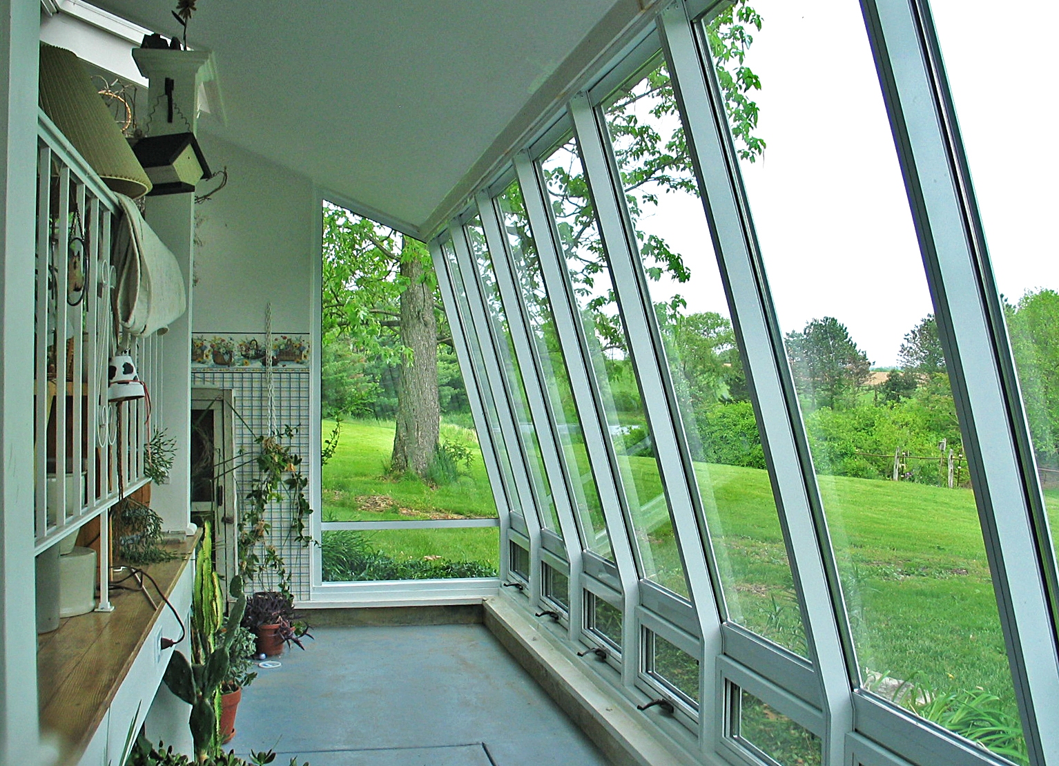Straight eave lean-to curtain wall.