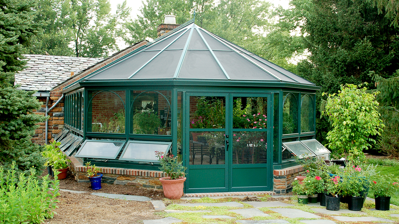 Straight eave double pitch bullnose end greenhouse