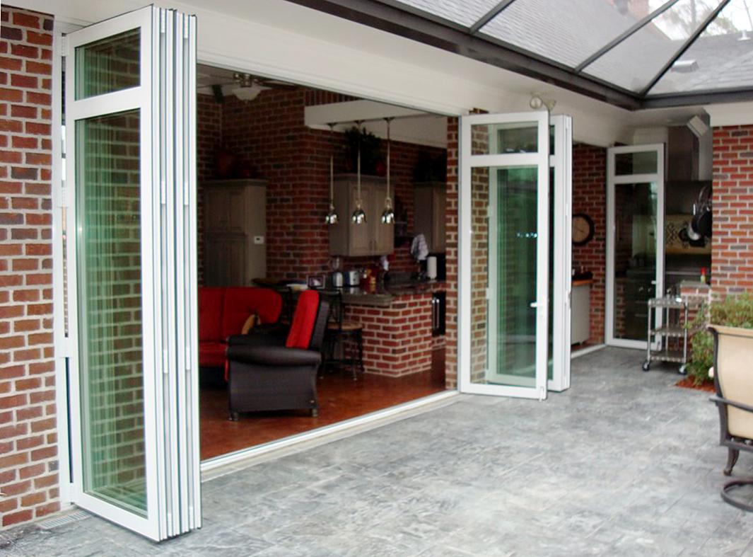Single jam folding glass wall featuring transom.
