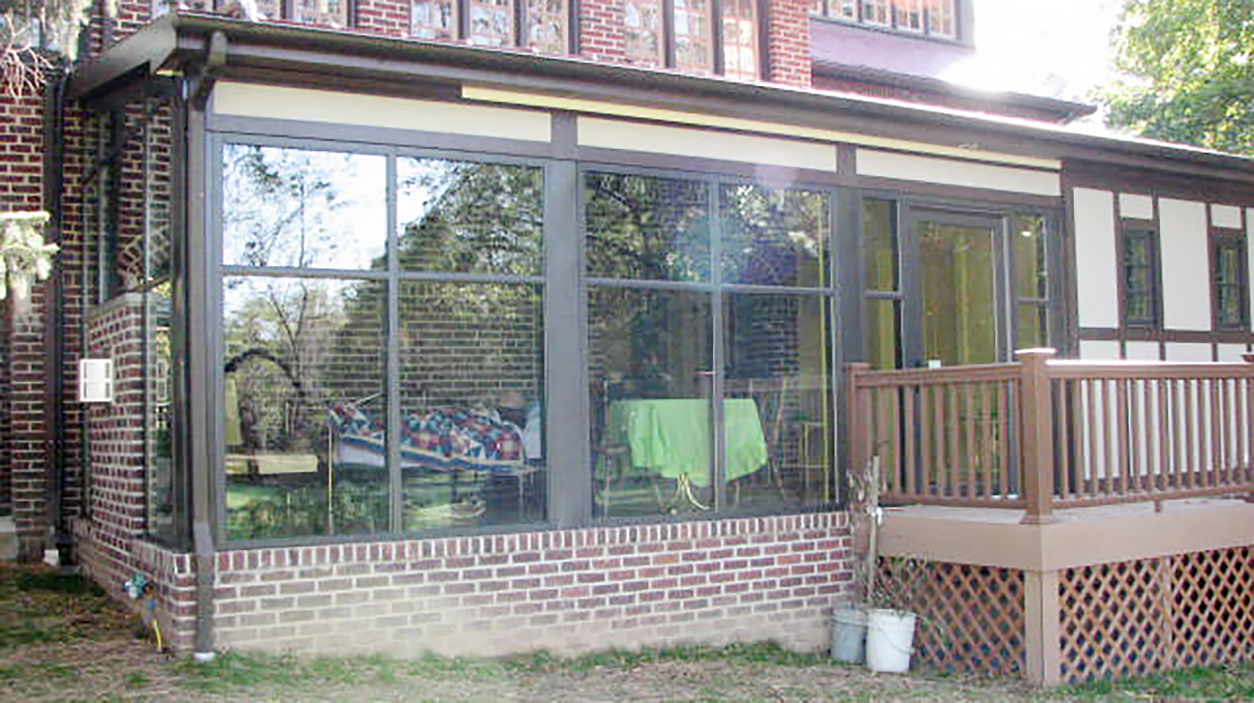 Five curtain wall systems including two with integrated doors.