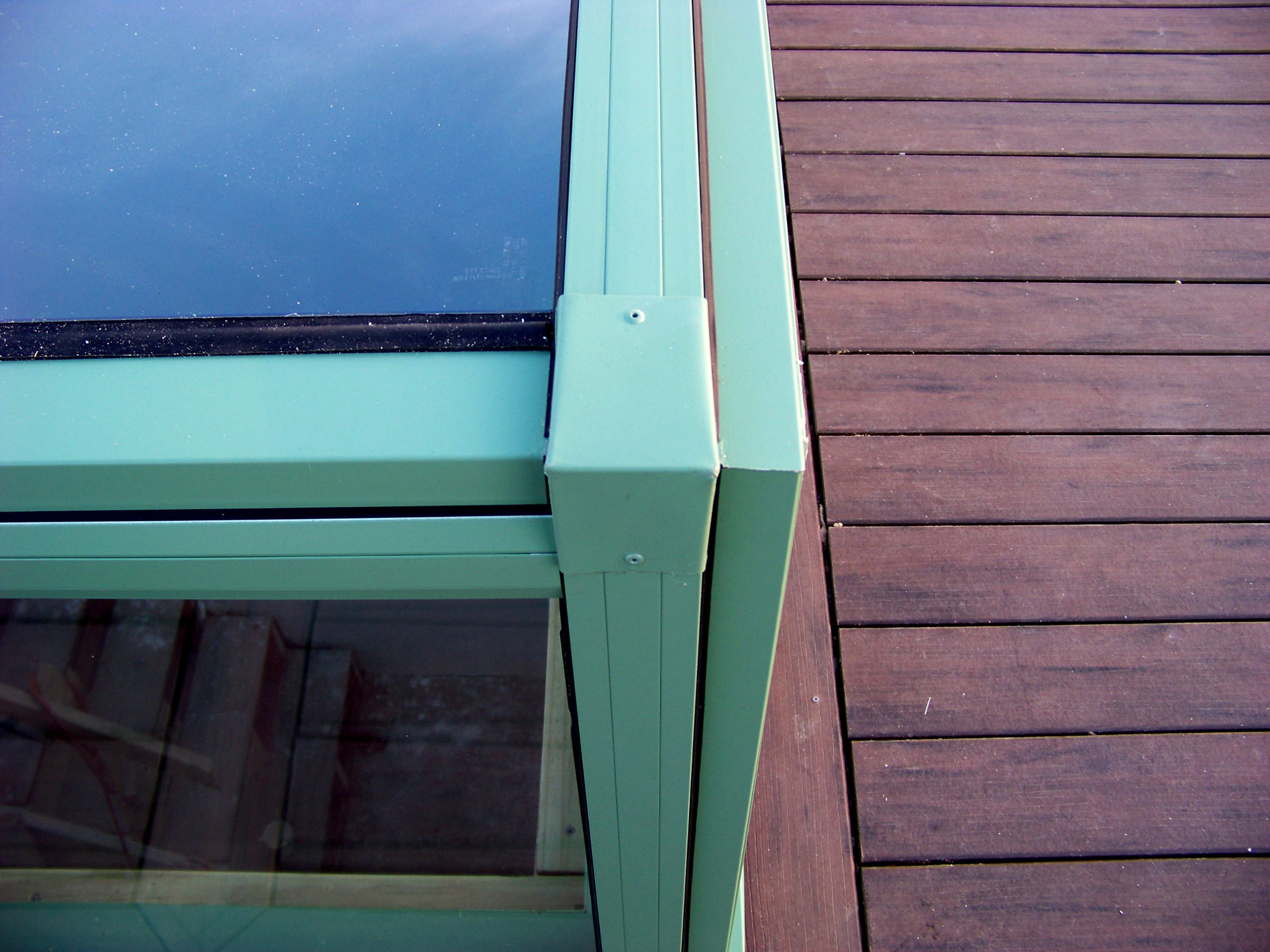 Retractable skylight with transom