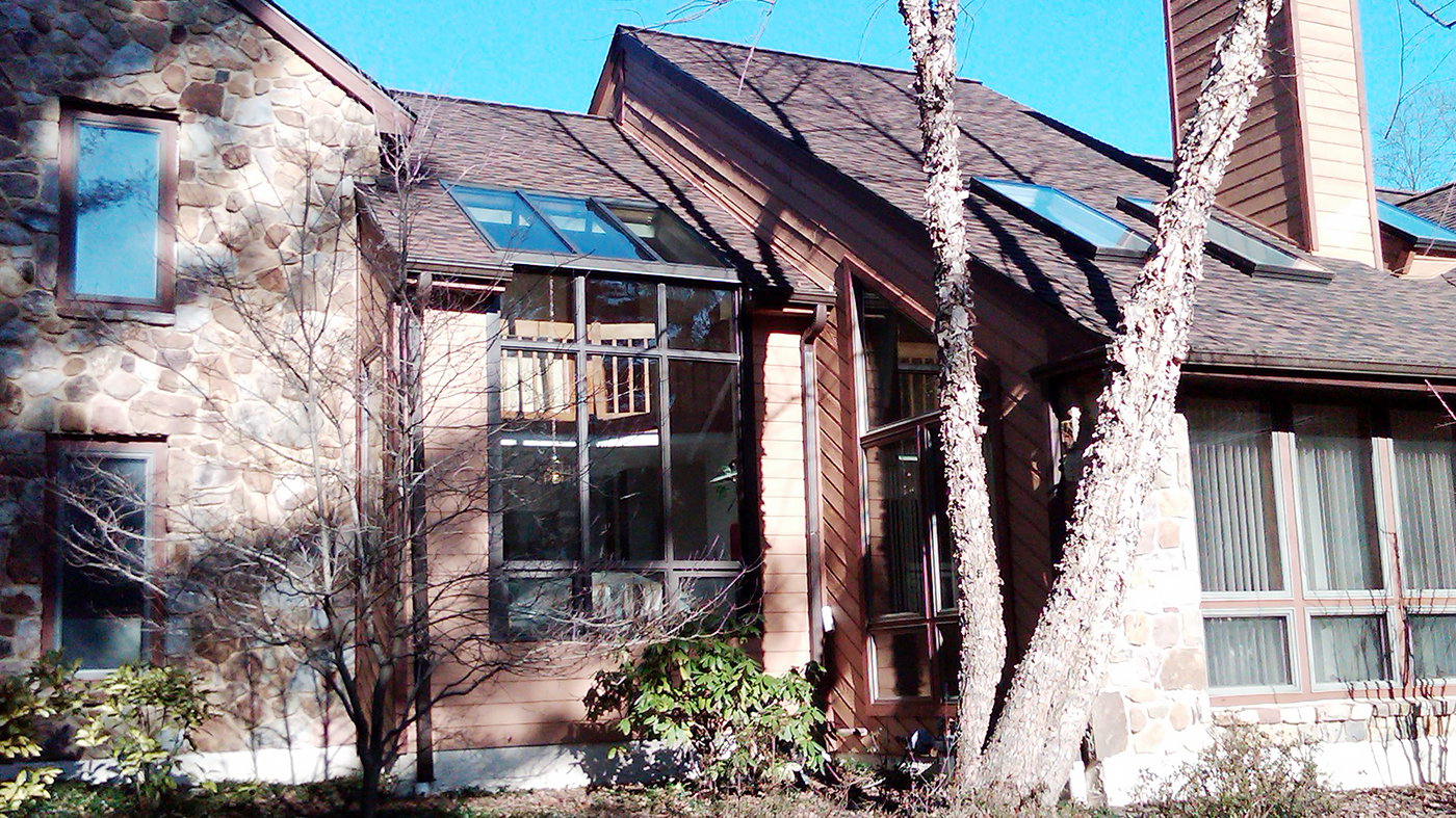 Straight eave lean-to sunroom with awning windows and no gable ends. Unit is constructed using Solar's Flexible Glazing System.