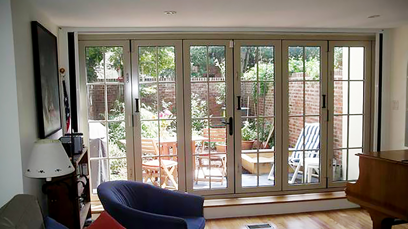 Six-panel Double Door, mid wall system with low profile grids, an entryway,  and an interior P Series retractable screen.