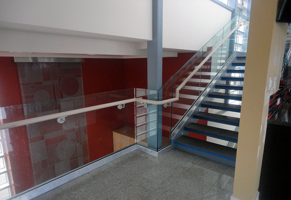 This complete glazing package included folding Glass Wall and Curtain walls used in conjunction with glass railings in modern home design.