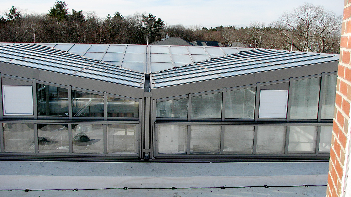 Inverted straight eave double pitch greenhouse