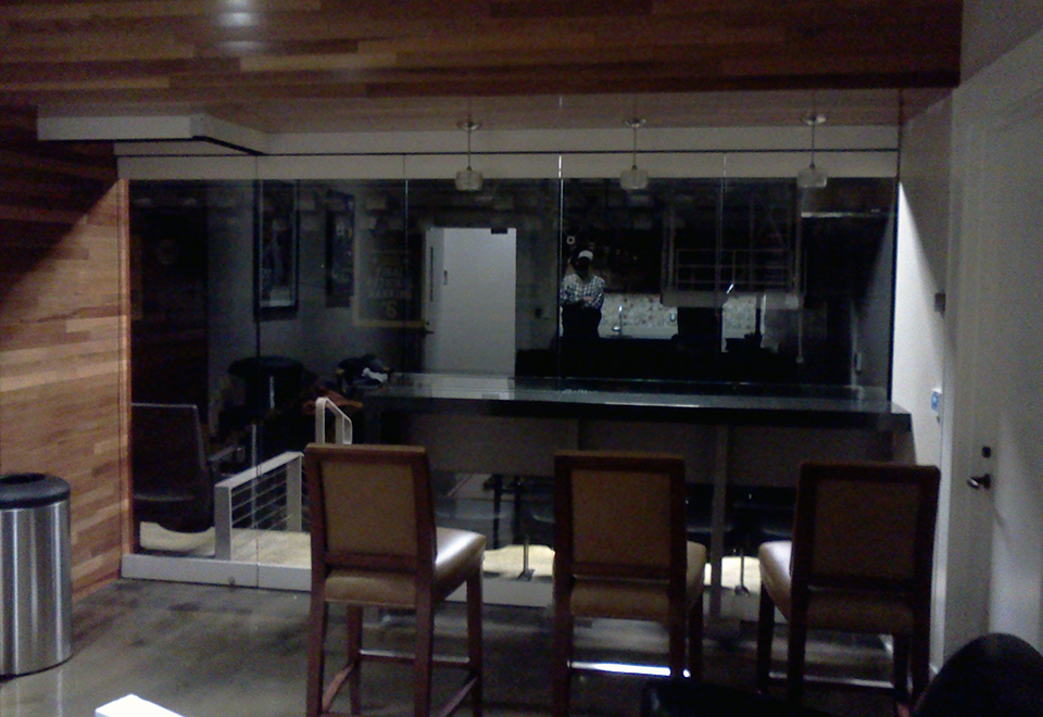 Interior 5-Panel Clear Wall System with Clear Monolithic Glazing