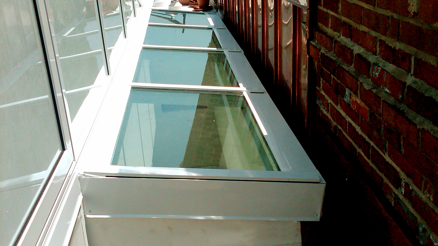 Straight eave lean to single slope skylight with entryway