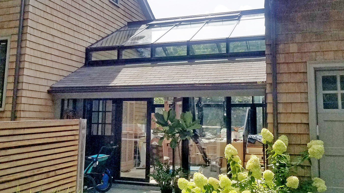 Straight eave double pitch greenhouse with aluminum curtain wall