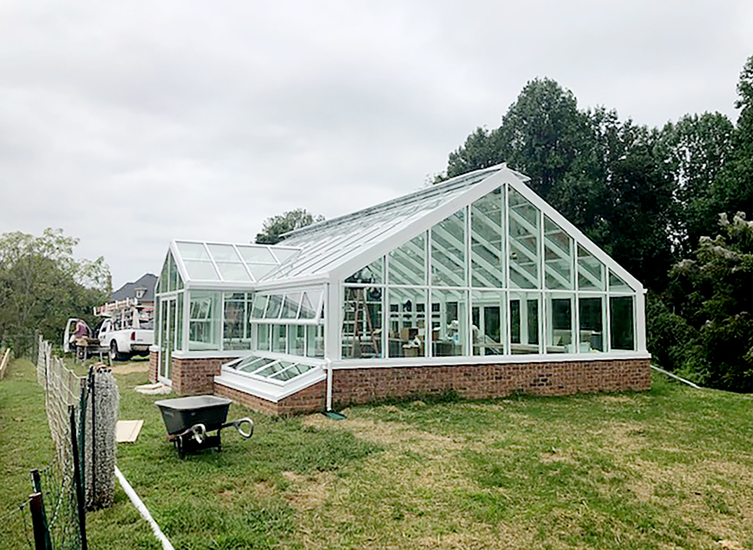 Straight-eave double-pitch greenhouse.