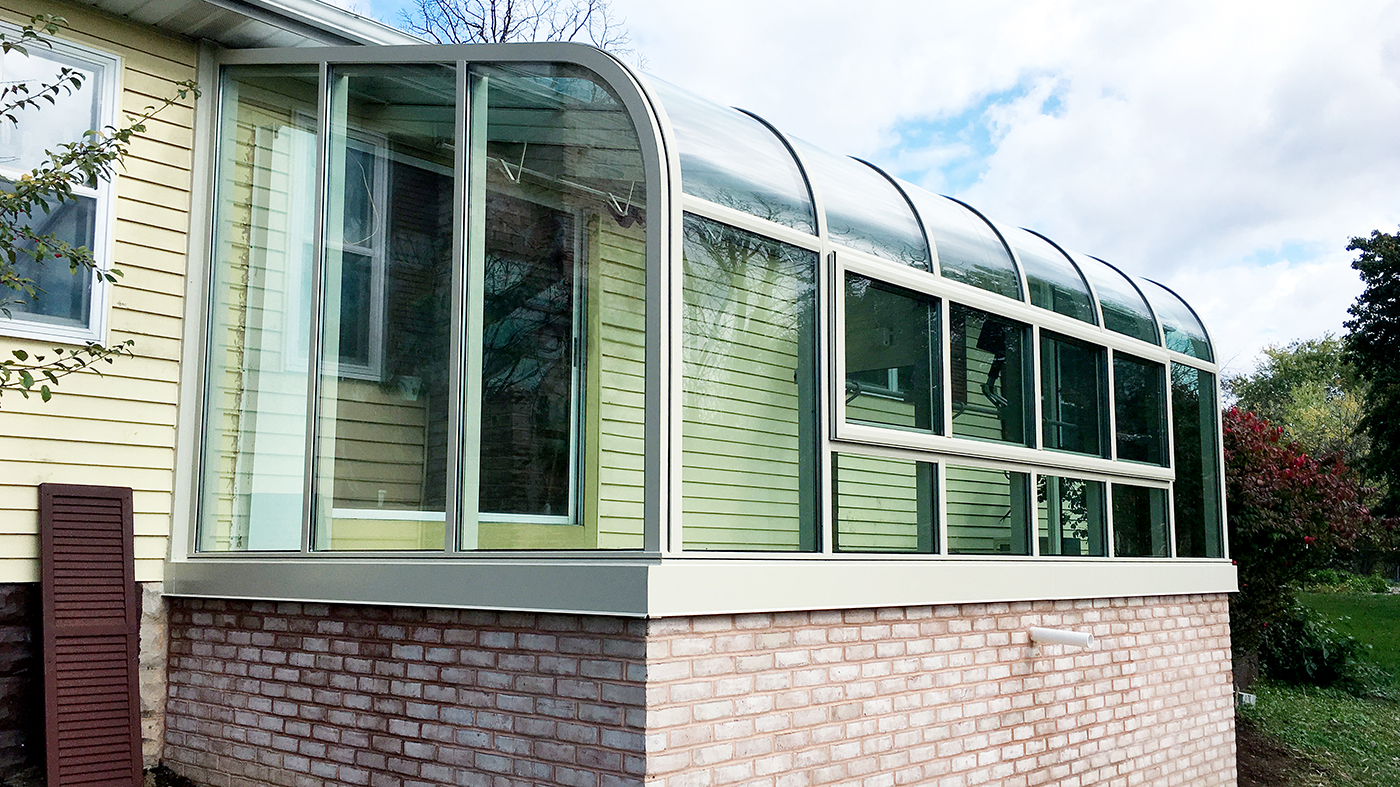 Curved eave lean-to sunroom