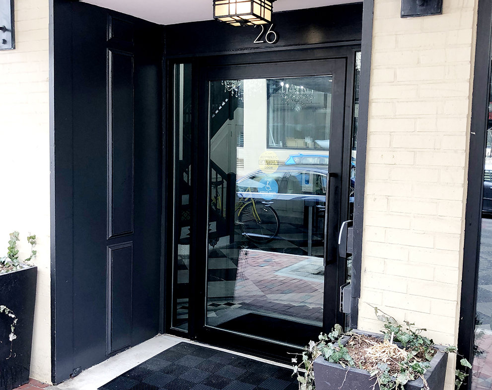 Pivot door with integrated sidelites
