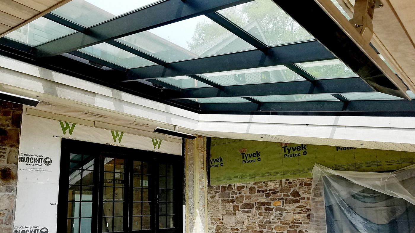 Single slope skylight with an integrated ridge vent