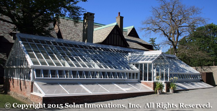 Greenhouse structure for formal events with integrated ventilation
