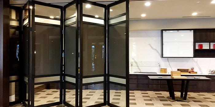 Center Pivot Folding Glass Wall